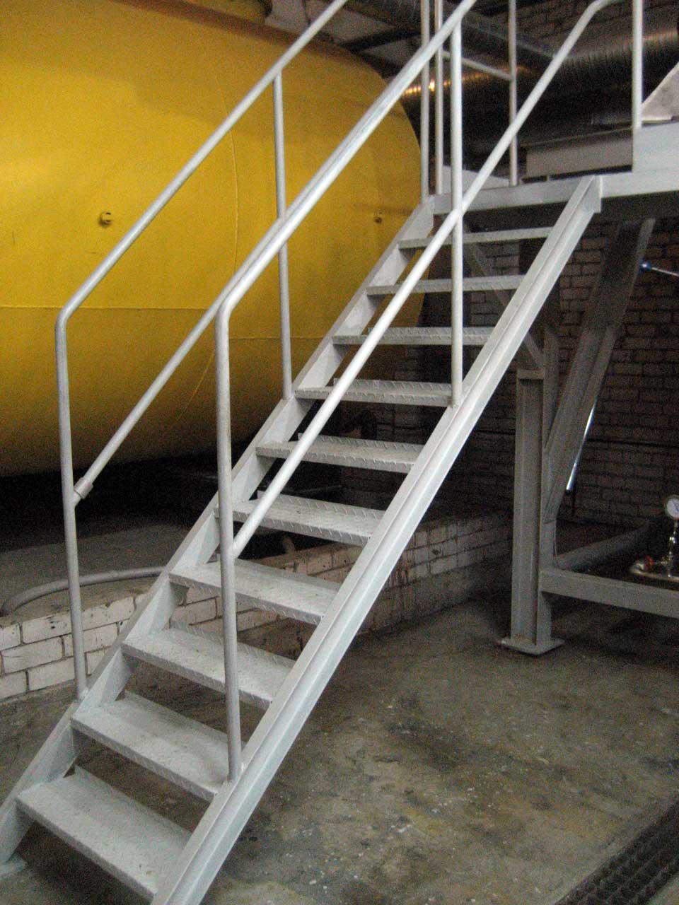 Лестница своими руками фото металлическая